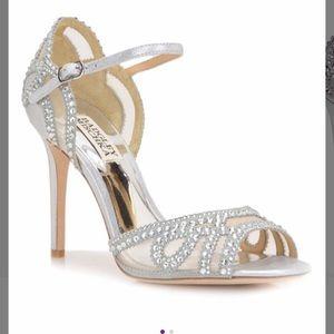 BNIB Badgley Mischka silver Tansy heels sz 6.5